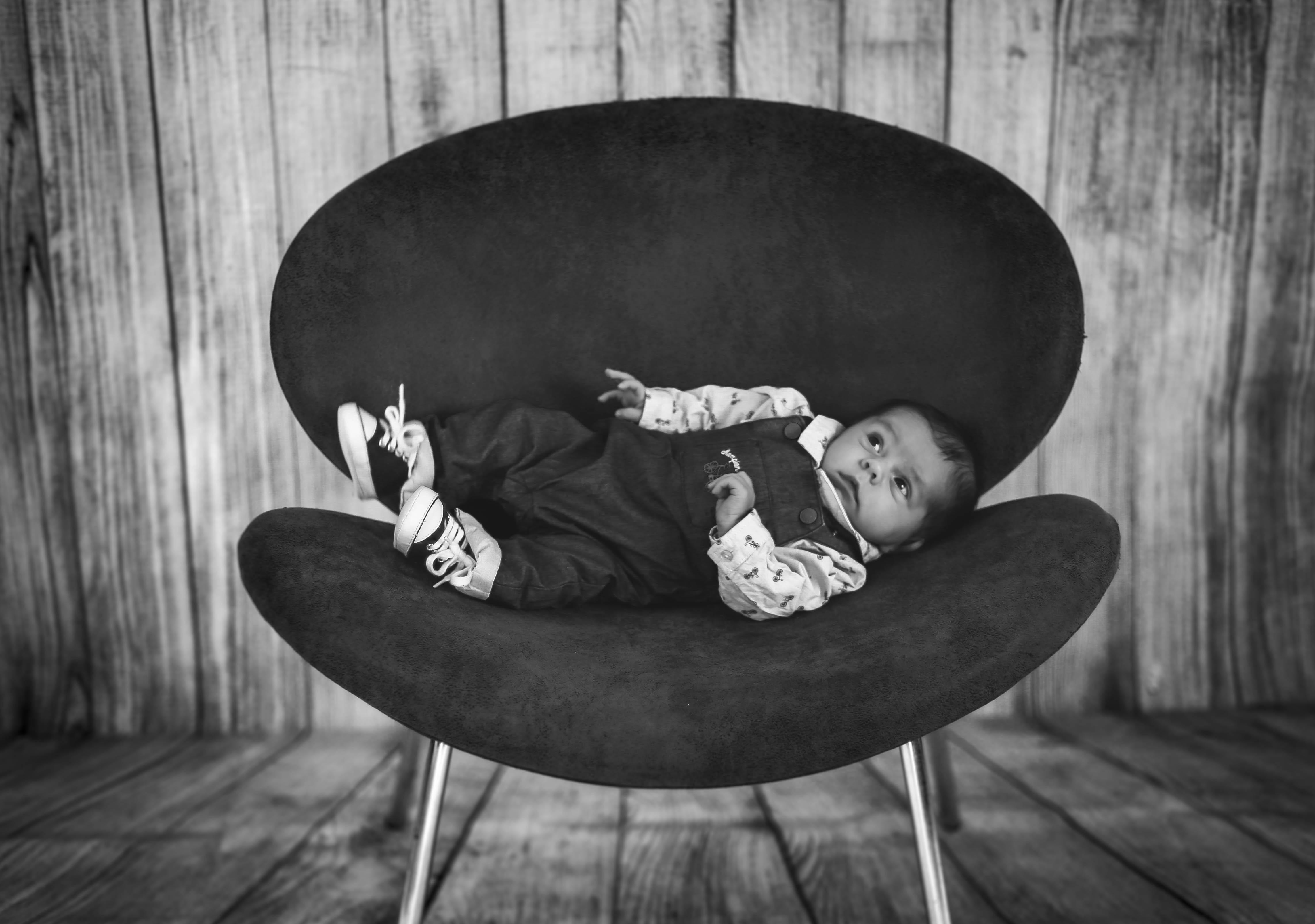 Photo naissance nouveau né en Vendée (85)