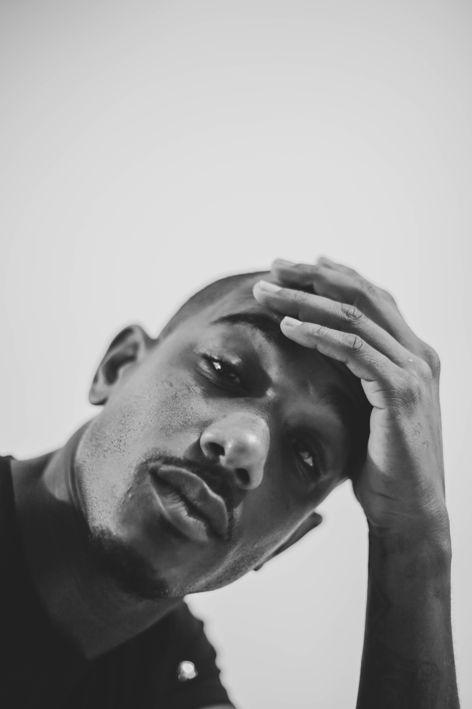 Photographe visage portrait noir blanc